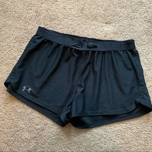 Womens UA Play Up Short | Black | L